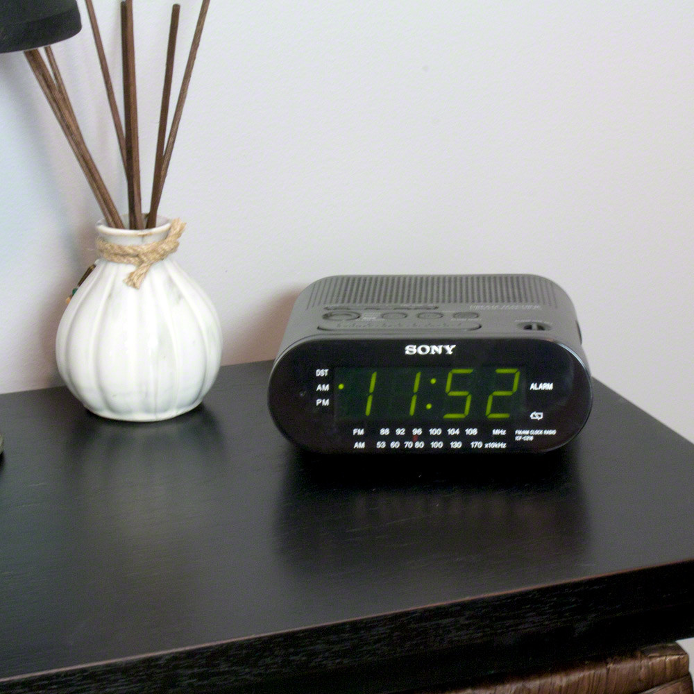 720p hd alarm clock radio motion activated hidden camera spygeargadgets. Black Bedroom Furniture Sets. Home Design Ideas